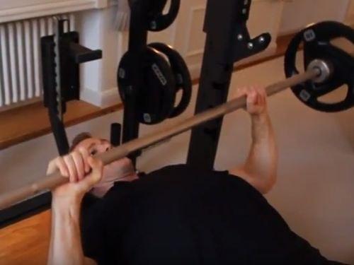 Bankdrücken Langhantel - Technik verbessern und Kraft steigern - Massive Brustmuskeln aufbauen